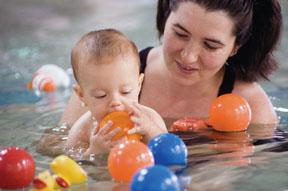 Les bébés adorent l'eau
